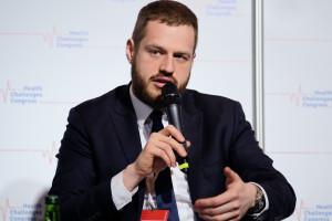 Wiceminister zdrowia Janusz Cieszyński zaprasza rezydentów na spotkanie