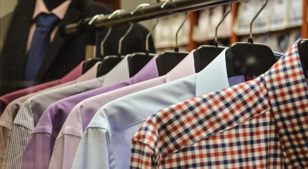 To koniec ery koszuli i garsonki? Luźny dress code coraz częściej jest benefitem