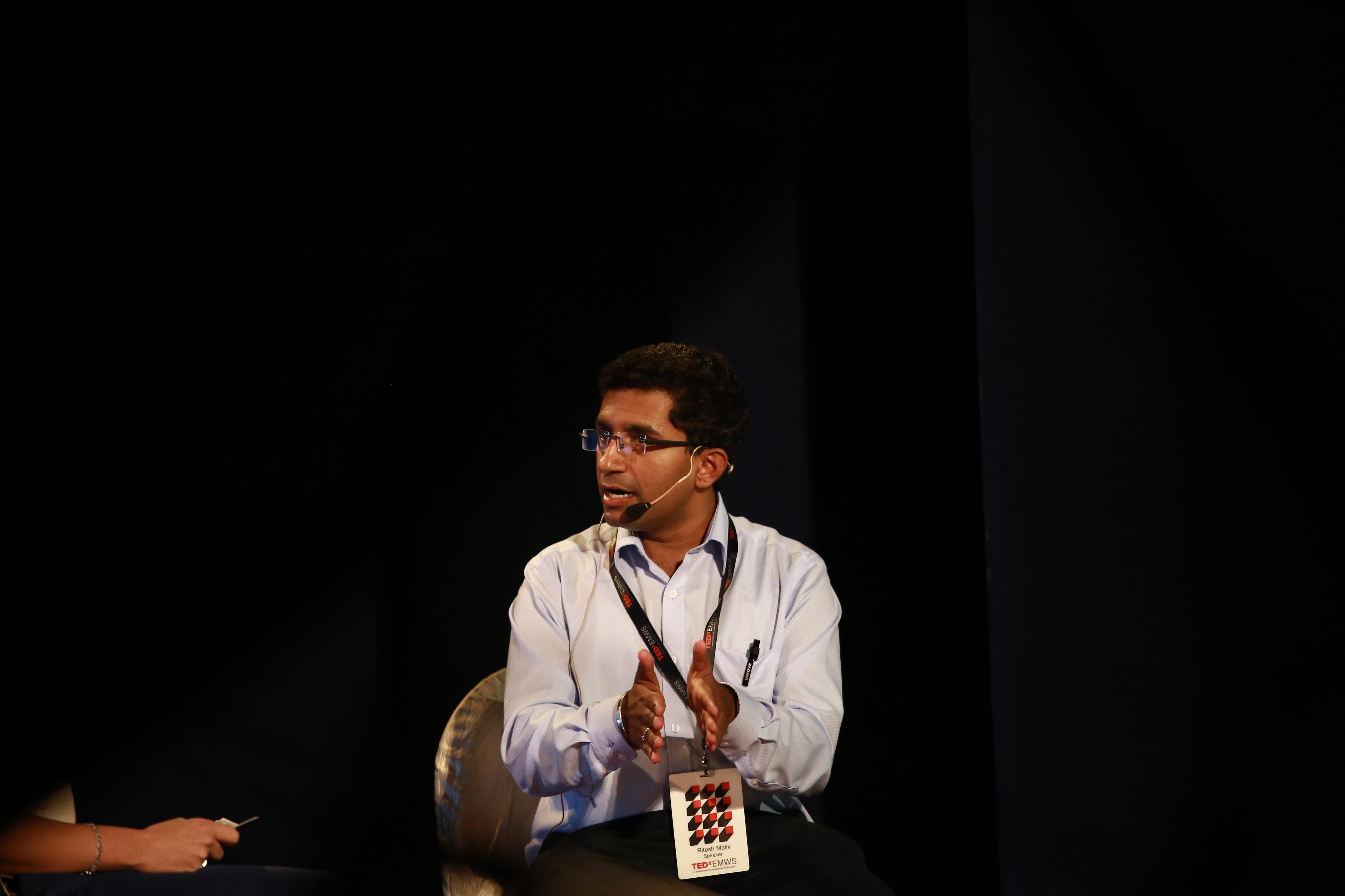 Ritesh Agarwal w 2016 roku, kiedy był gościem konwencji TEDxEMWS 2016 (fot. Shweta Agarwal/TEDxEMWS 2016/flickr.com/CC BY 2.0)