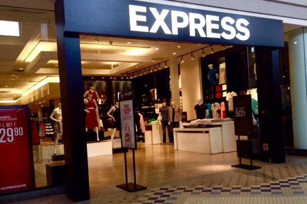 Odzieżowa sieć zamyka sklepy i zwalnia pracowników