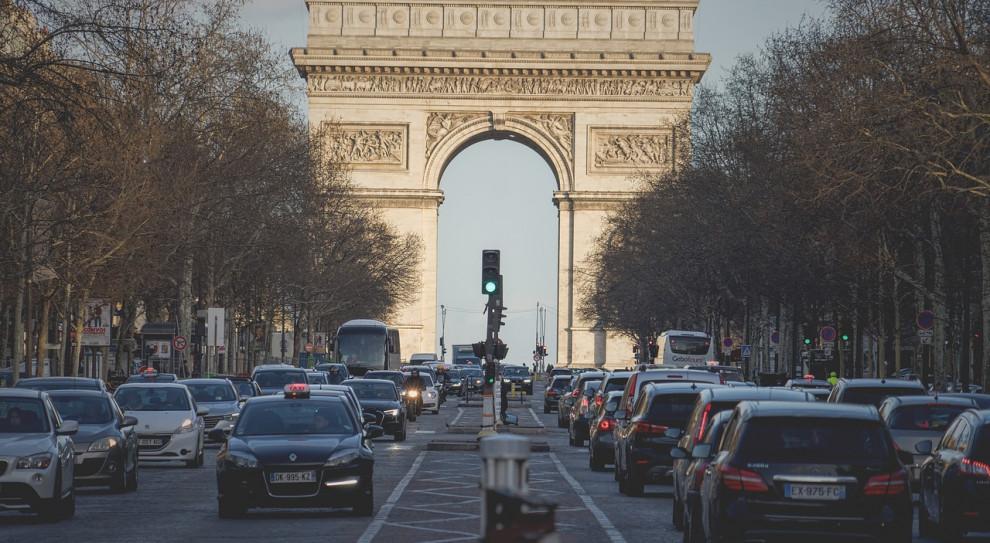 W Paryżu doszło do starć strażaków z policją