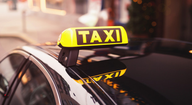 Licencjonowani taksówkarze będą przebierać w ofertach pracy