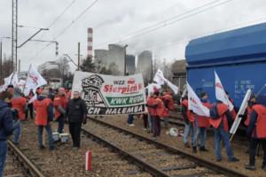 """Górnicy blokują tory. """"Przyspawamy pociągi, wysypiemy transporty"""""""