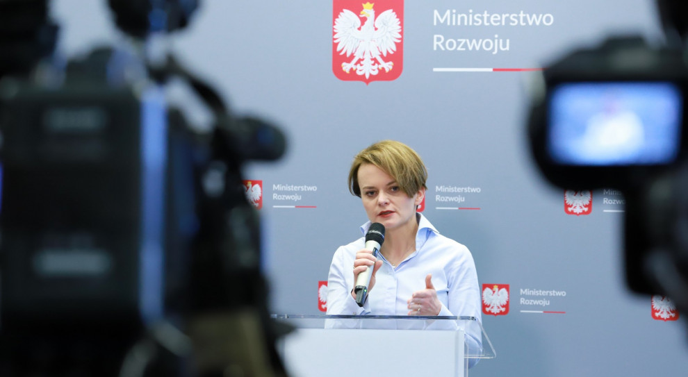 Polskie firmy wycofają się z Chin przez koronawirus? Emilewicz: Nie ma takich sygnałów