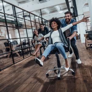 Relacje w miejscu pracy. Przyjaźń i profesjonalizm nie idą w parze?