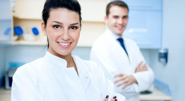 W Małopolsce ponad 400 osób zainteresowanych pracą  w szpitalach tymczasowych