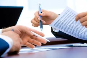 Ubezpieczenie mieszkania wraz z umową o pracę? Pracodawcy zachęcają coraz śmielej