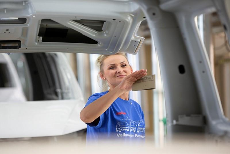 Kobiety stanowią ok. 8 proc. całej 11 tys. załogi Volkswagena Poznań. (Fot. mat. pras.)