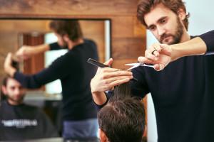 Rząd zamyka sklepy budowlane i meblowe, salony urody i fryzjerskie