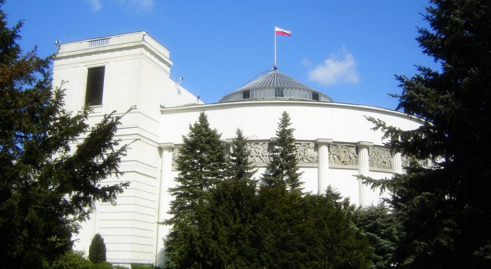 Projekt ustawy o przeniesieniu środków z OFE do IKE do sejmowych komisji