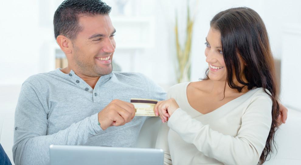 Szczera rozmowa o zarobkach przepisem na udany związek