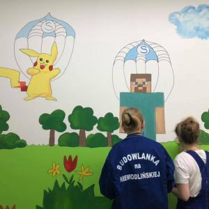 W Opolu uczniowie w ramach wolontariatu remontują sale szpitalne
