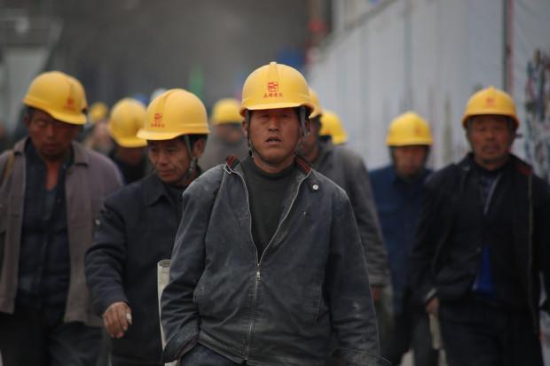 Epidemia opóźnia powrót robotników do pracy