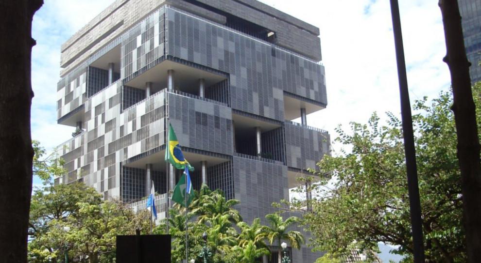 Zarząd i pracownicy Petrobras w klinczu