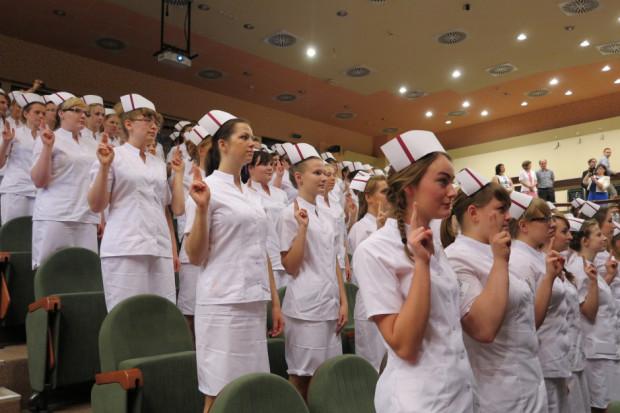 Czy szersze kompetencje pielęgniarek pozwolą na znaczące wsparcie i odbudowę kadry?