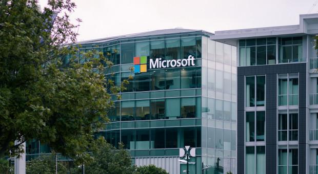 """Microsoft krytykowany za """"gamifikowanie"""" kontroli wydajności pracowników"""