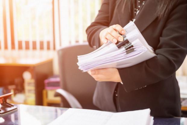 WSA: Wydawanie decyzji czyni z pracownika gminy funkcjonariusza publicznego