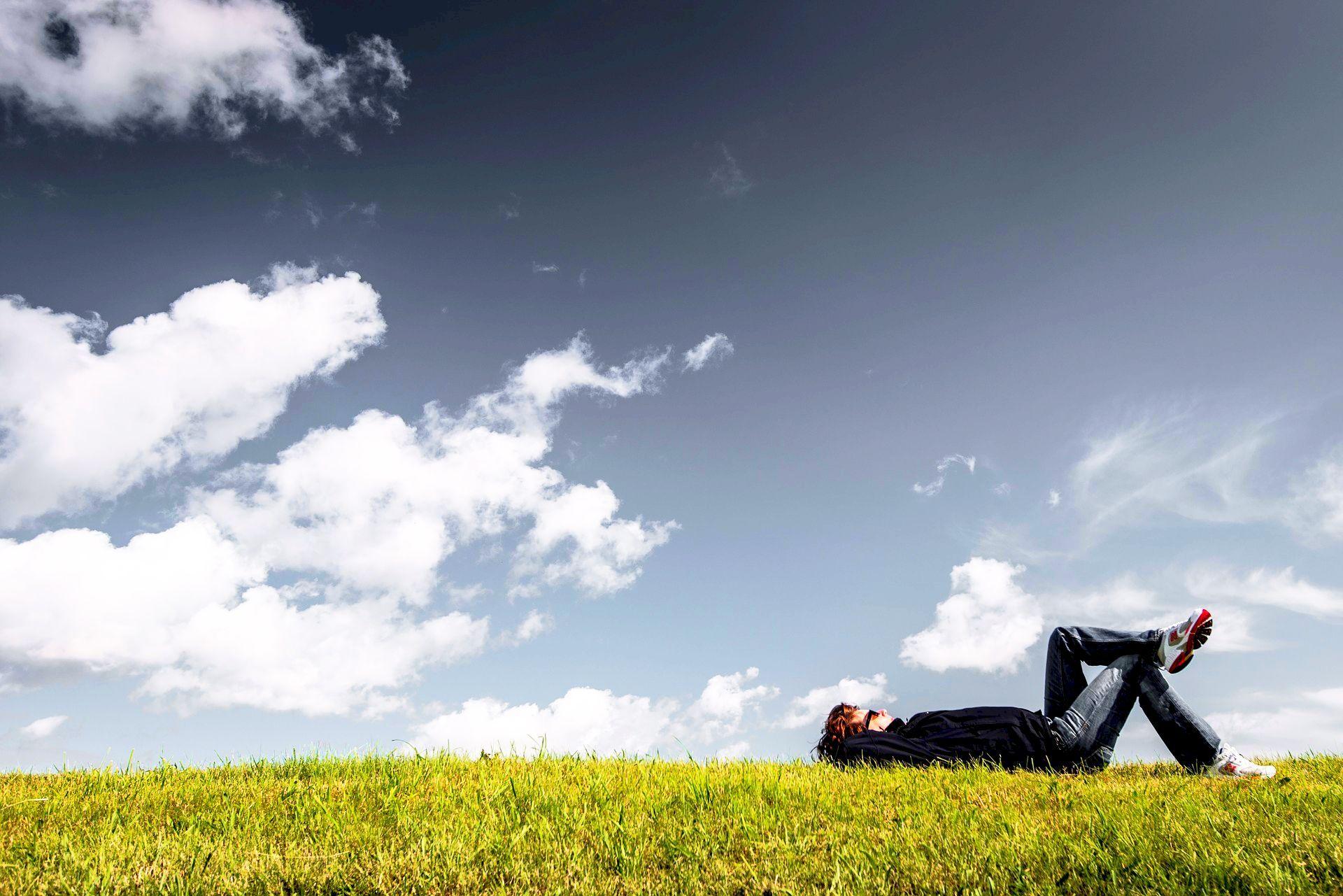Zachowanie równowagi pomiędzy życiem zawodowym, a prywatnym daje poczucie spełnienia na wielu płaszczyznach (fot. pixabay)