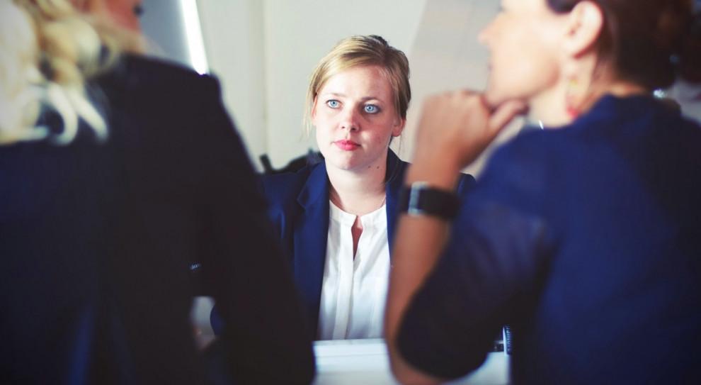 Niebezpieczny trend. Kobiety po 45. roku życia znikają z rynku pracy