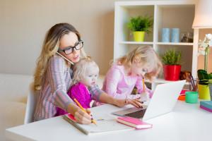 Tak można pomóc matkom wrócić na rynek pracy