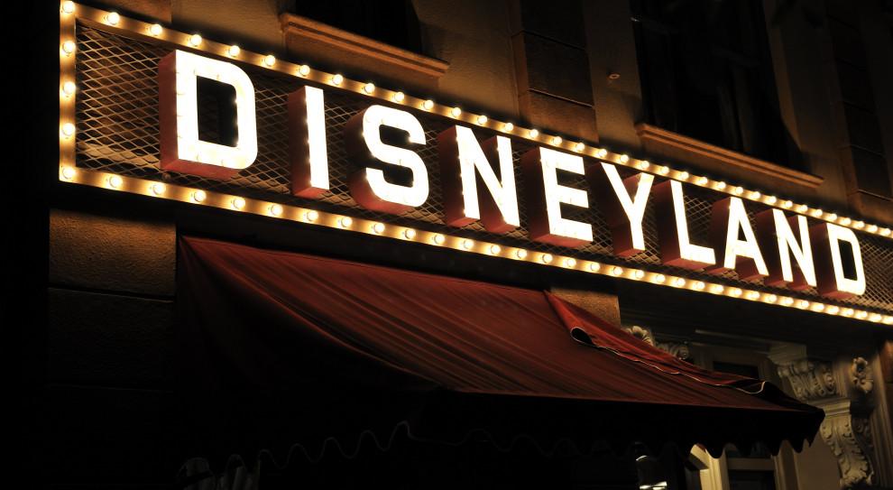 Pracownik Disneylandu ma koronawirusa. Lunapark dalej działa