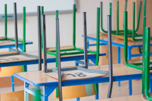 Szkoły i przedszkola zamknięte z powodu koronawirusa. Na co mogą liczyć pracujący rodzice?