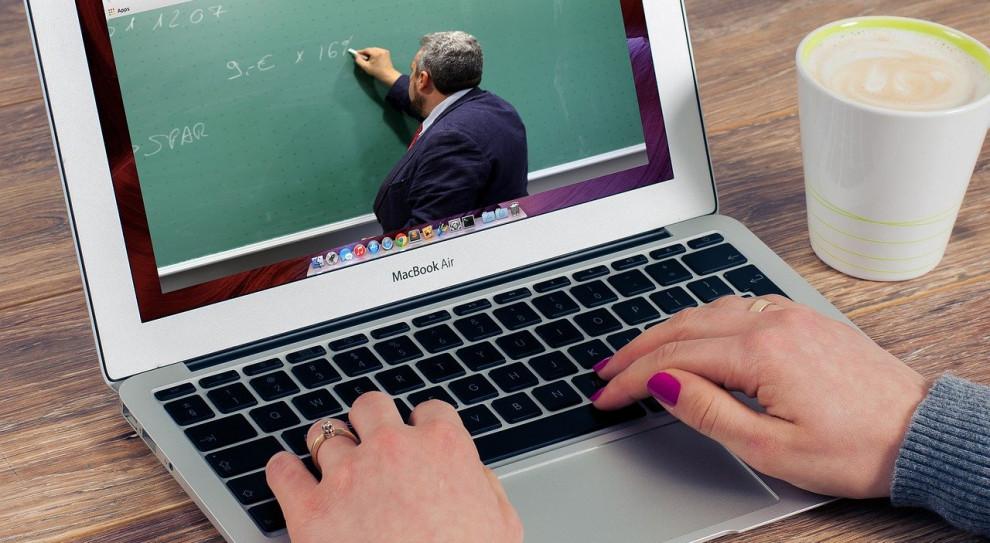 Wiceszef MEN: do rozważenia inne formy kontaktu nauczycieli z uczniami