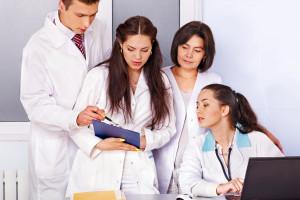 MNiSW apeluje do starszych studentów kierunków lekarskich o dyspozycyjność