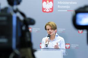 Emilewicz: Nie ma mowy o zamykaniu placówek handlowych