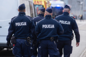 Policja zaleca ograniczenie osobistych wizyt w jednostkach