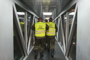 Horała: pojawienie się WOT na lotniskach dla pasażerów nic nie zmienia