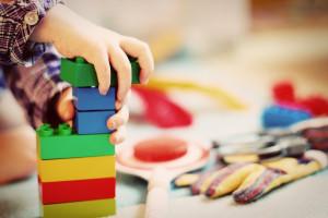 Rodzice w domu. Niepewna przyszłość opiekunek dzieci