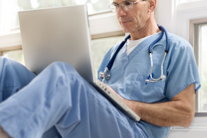 Prywatne szpitale i przychodnie zachęcają do zdalnego kontaktu z lekarzami