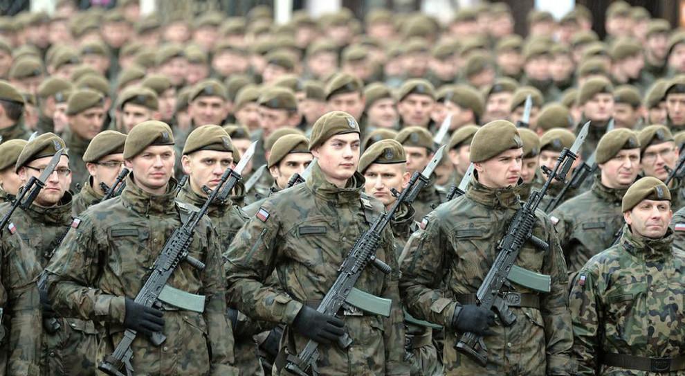 Żołnierze WOT pomagają służbom na lotnisku w Jasionce