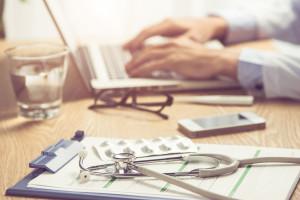 Lekarze na emeryturze mogą pomagać chorym przez telefon