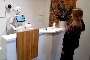 Robot przypilnuje, żebyś nikogo nie zaraził