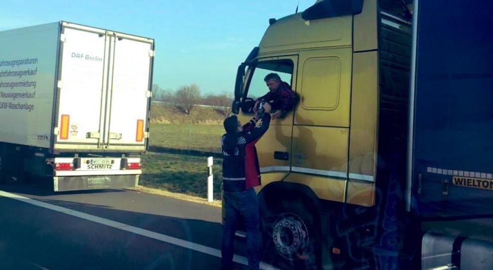 PKN Orlen wspiera kierowców na niemiecko-polskiej granicy - wydano ponad 25 ton żywności i napojów