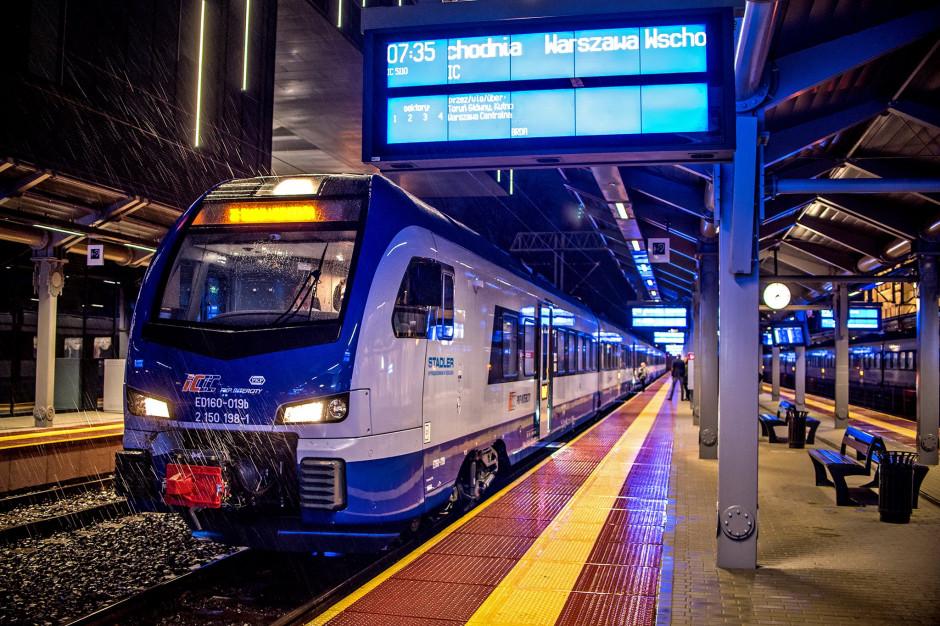 Szczególna ostrożność trzeba zachować, podróżując środkami komunikacji zbiorowej (fot. facebook.com/PKP Intercity)