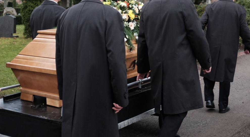 Pogrzeb wysokiego ryzyka. Branża boi się koronawirusa