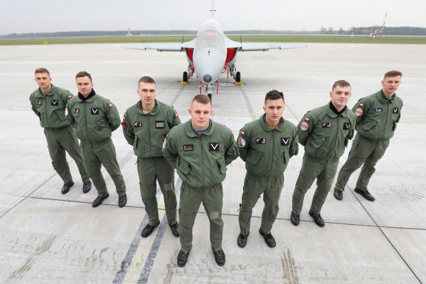 Studenci wojskowi Lotniczej Akademii Wojskowej rozpoczęli praktyki lotnicze