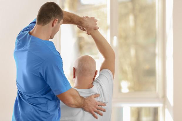 Fizjoterapeuci bez pracy; nie kwalifikują się do rządowej pomocy