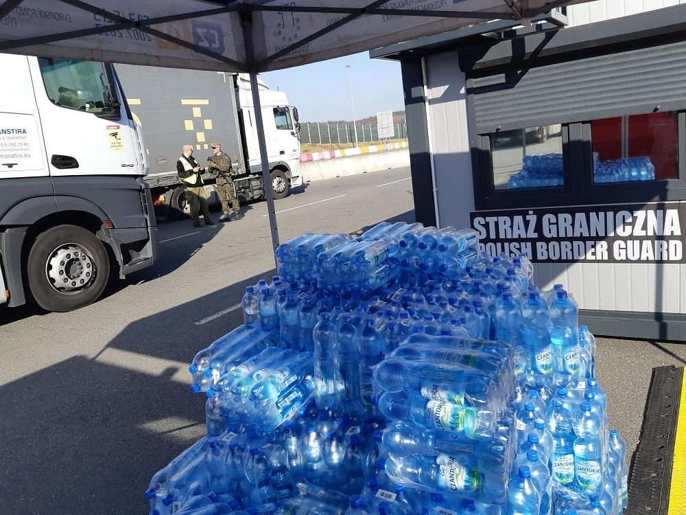 Górnośląskie Przedsiębiorstwo Wodociągów wsparło również służby graniczne, dostarczając wodę na przejścia w Gorzyczkach i Cieszynie. (Fot. mat. pras.)