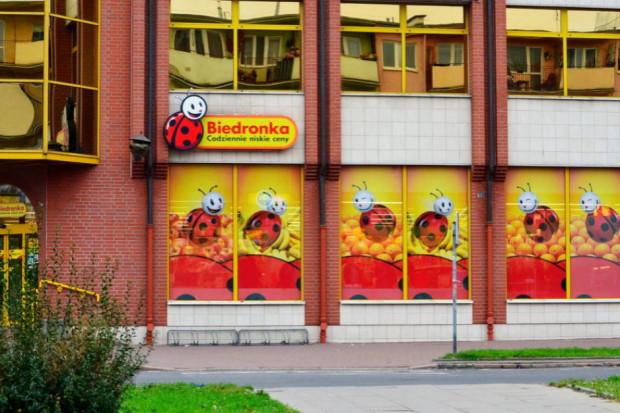 Biedronka wydłuża godziny otwarcia sklepów do północy