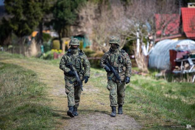 Żołnierze wspierają Straż Graniczną i Policję