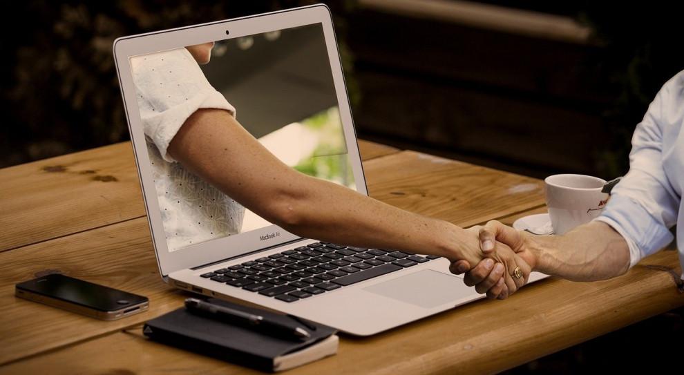 Jak profesjonalnie przeprowadzić spotkanie biznesowe online