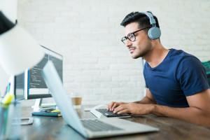 Nie każdy może liczyć na home office. Dlaczego firmy nie wprowadzają pracy zdalnej?