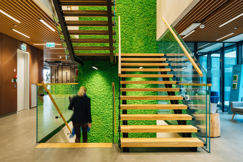 Na komfort pracy wpływa poziom hałasu wewnątrz i na zewnątrz budynku. (Fot. Skanska)
