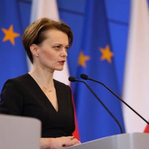 Emilewicz: Rząd nie planuje zamykania przedsiębiorstw produkcyjnych