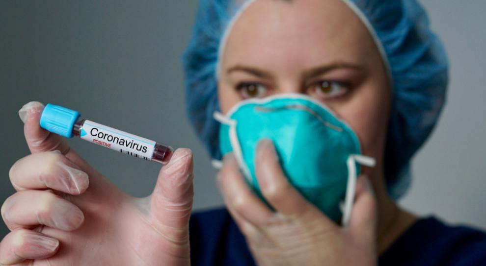 Firmy przekazują miliony na walkę z koronawirusem i spotykają się z krytyką. Czy słusznie?