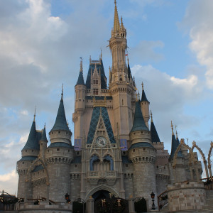 Koronawirus dobija baśniowe królestwo Walta Disneya
